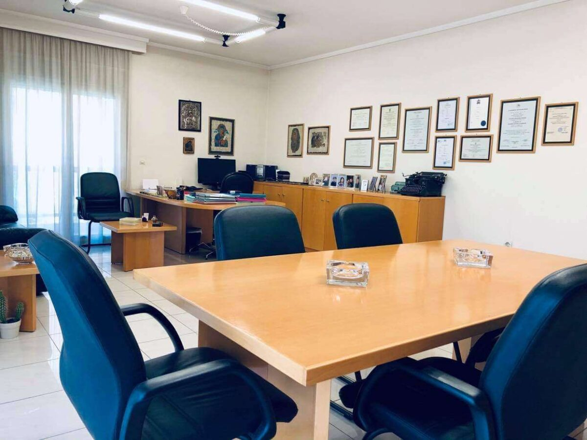 Γραφεία-Θεσ3